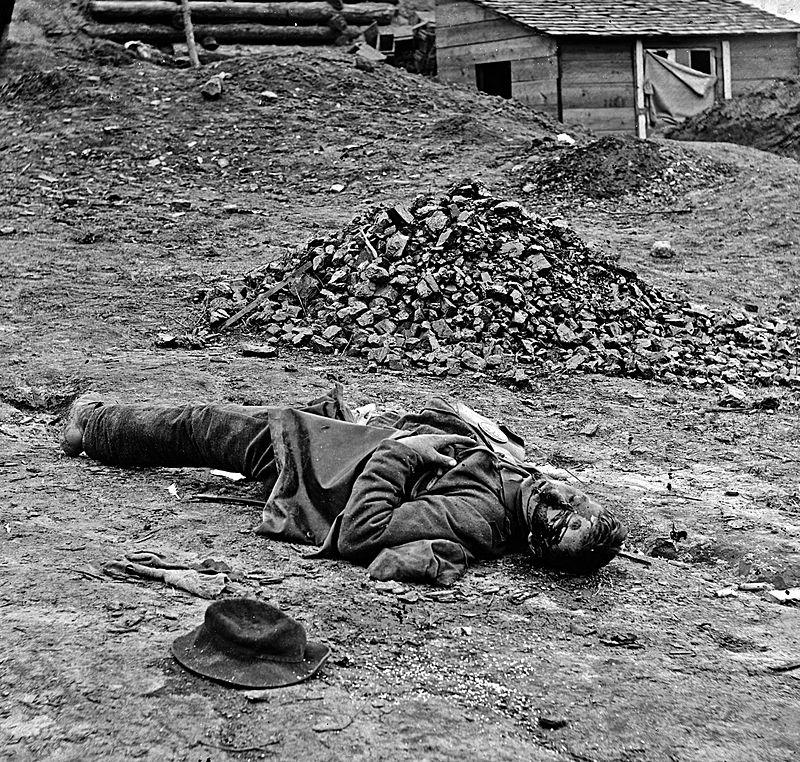 Dead_soldier_(American_Civil_War_-_Siege_of_Petersburg,_April_1_1865)