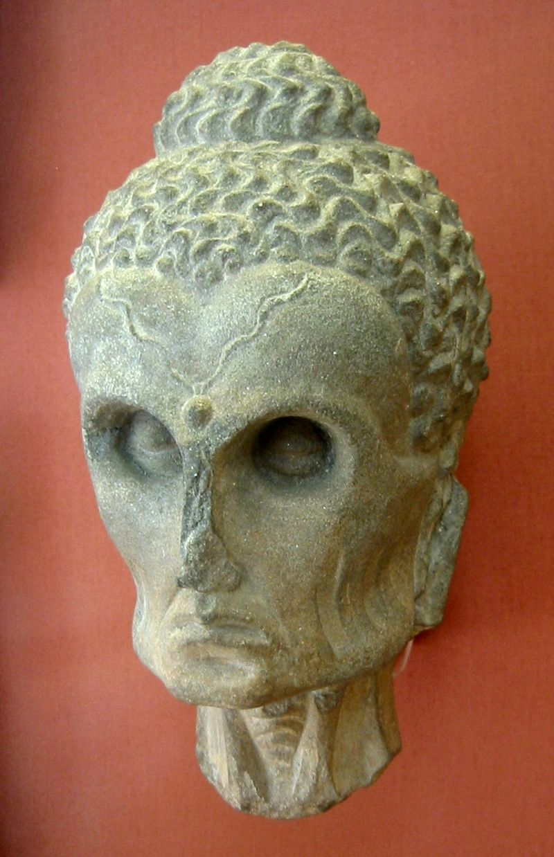 Capul lui Siddharta Gautama, British Museum, Londra, sursa Wikipedia.