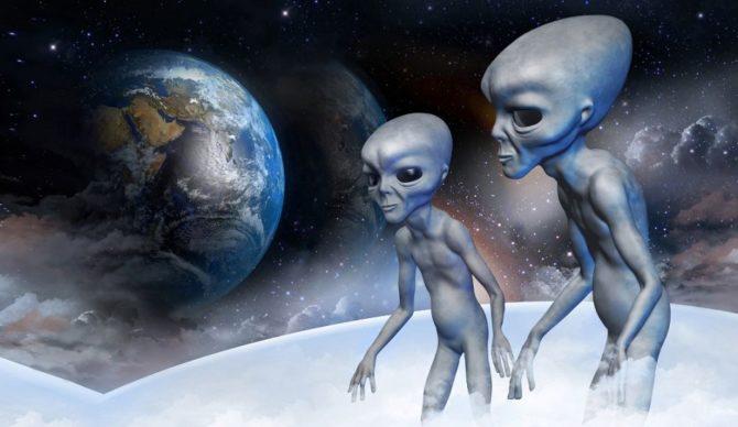 Atacat de o hoardă feroce de extratereştri