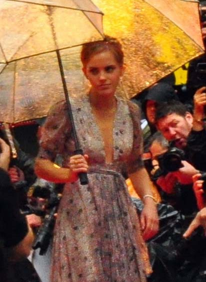Emma_Watson_at_Harry_Potter_and_the_Half-Blood_Prince_Premiere_06_cropped
