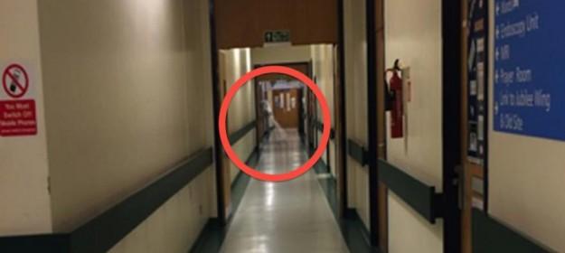 O fantomă surprinsă într-un spital din Leeds