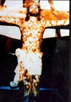 O statuie a lui Iisus pe crucifix a sângerat din senin în Denver, SUA