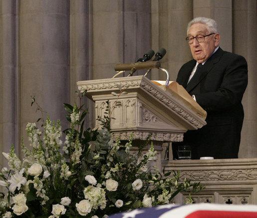 Henry Kissinger a uimit lumea vorbind despre extratereştri