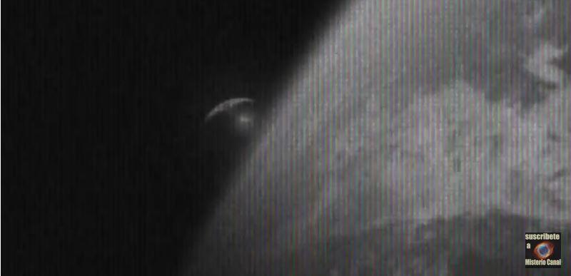 O navă-mamă extraterestră filmată în apropiere de Terra de un satelit
