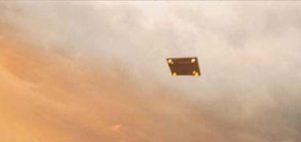 Obiect zburător straniu pe cer (insula Merritt, Florida)
