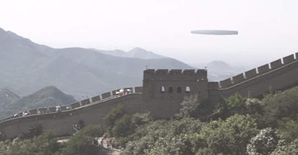 OZN ţigară imens peste Marele Zid Chinezesc