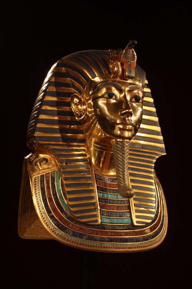 Tutankhamon se răzbună peste timp
